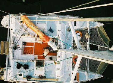 Вид с высоты на палубу катамарана Capriccio - Yachts.ua