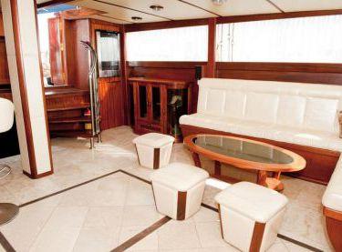 Салон яхты Роял Марис - Yachts.ua