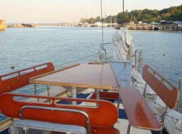 Места для отдыха на носовой части яхты Гер Робин - Yachts.ua
