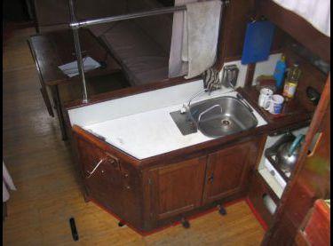 Кухня на парусной яхте Конрад 45 - Yachts.ua