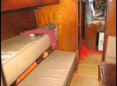 Диван в салоне на яхте Конрад 45 - Yachts.ua