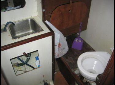 Санузел на яхте Конрад 45 - Yachts.ua