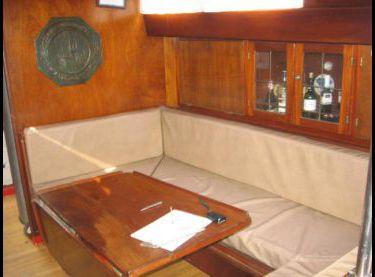 Кают-компания на парусной яхте Конрад 45 - Yachts.ua