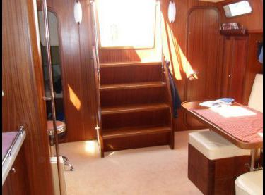 Вид на выход с салона в кокпит на яхте Флавия - Yachts.ua