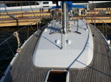 Верхняя палуба покрытая тиком на яхте Флавия - Yachts.ua