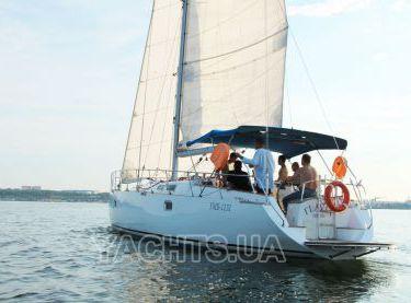 Отдых с друзьями на яхте Флавия в Одессе - Yachts.ua