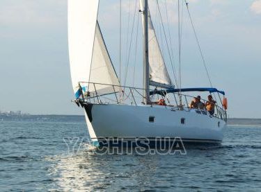 Вид с носа яхты Флавия под парусами - Yachts.ua