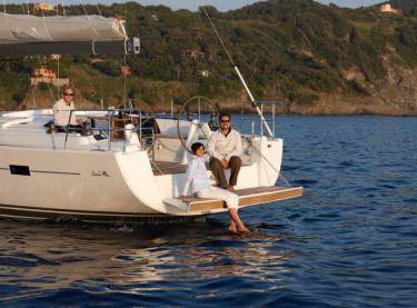Гости отдыхают на яхте Hanse 540 - Yachts.ua