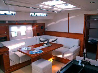 Салон на парусной яхте Hanse 540 - Yachts.ua
