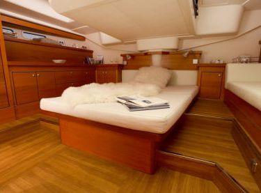 Двухместная каюта на парусной яхте Hanse 540 - Yachts.ua