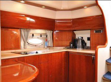Камбуз яхты Princess V42 - Yachts.ua