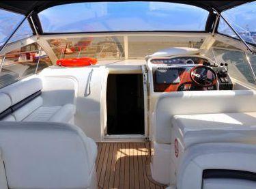 Верхняя открытая палуба яхты Princess V42 - Yachts.ua