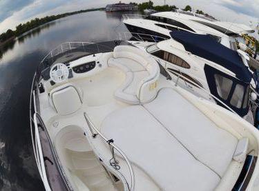 Флайбридж моторной яхты Азимут 39 - Yachts.ua