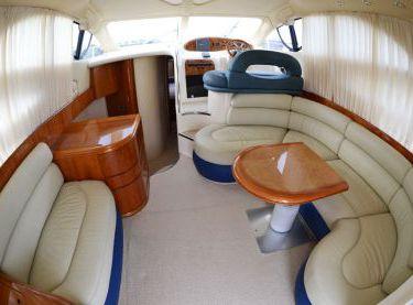 Салон на моторной яхте Азимут 39 - Yachts.ua