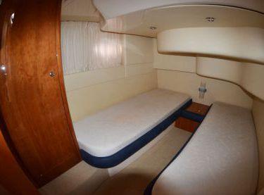 Гостевая двухместная каюта на моторной яхте Азимут 39 - Yachts.ua