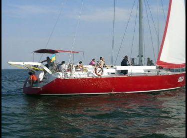 Гости отдыхают на парусной яхте Ольга 18 - Yachts.ua