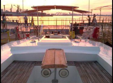 Кокпит со столиком на парусной яхте Ольга 18 - Yachts.ua
