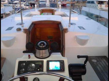 Вид на палубу с кокпита яхты Ольга 18 - Yachts.ua