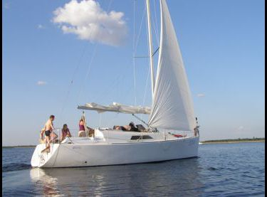 Гости отдыхают на парусной яхте Эстра - Yachts.ua