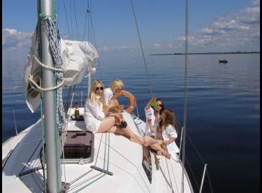 Девичник на парусной яхте Эстра - Yachts.ua
