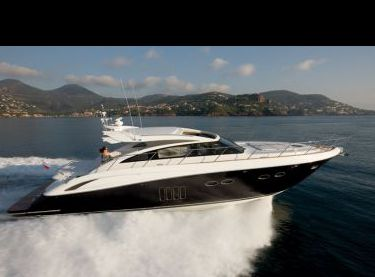 Фронтальный вид яхты Princess V62 - Yachts.ua