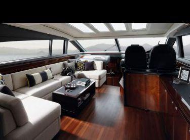Кают-компания на моторной яхте Princess V62 - Yachts.ua