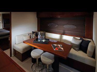 Диван со столом на яхте Princess v62 - Yachts.ua