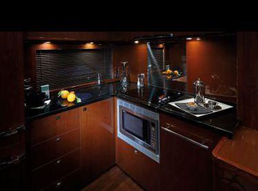 Кухня на моторной яхте Princess v62 - Yachts.ua