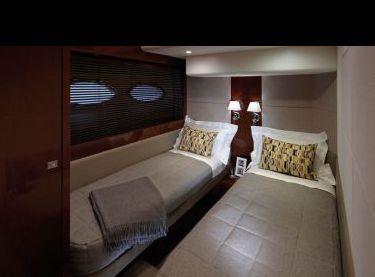 Двухместная каюта с раздельными кроватями на яхте Принцесс v62 - Yachts.ua