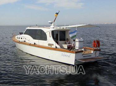 Вид на яхту Адмирал с кормы - Yachts.ua