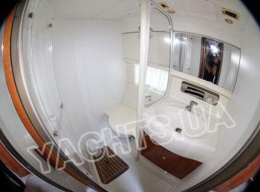 Санузел в моторной VIP яхте Кранчи 40 - Yachts.ua
