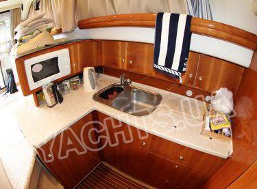 Камбуз моторной яхты Кранчи 40 - Yachts.ua