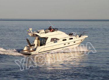 Общий вид моторной яхты Кранчи 40 на глиссере - Yachts.ua