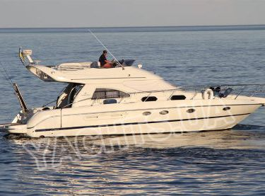 Фронтальный вид моторной яхты Кранчи 40 - Yachts.ua