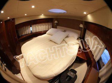 Носовая каюта на яхте Принцесс 50 вид сбоку - Yachts.ua