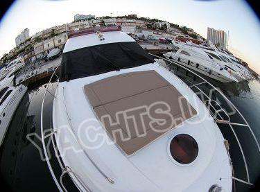 Носовая часть моторной яхты Принцесс 50 с местами для загара - Yachts.ua