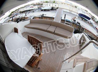 Кормовая полуоткрытая площадка на нижней палубе яхты Принцесс 50 - Yachts.ua