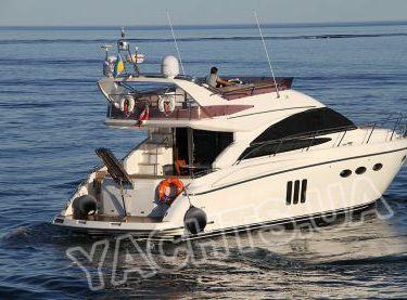 Общий вид на моторную яхту Принцесс 50 сзади - Yachts.ua