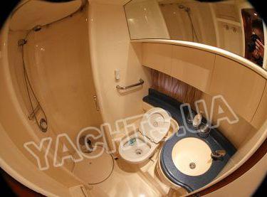 Санузел с душем на моторной яхте Азимут 46 - Yachts.ua