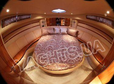 Главная носовая каюта на яхте Азимут 46 - Yachts.ua