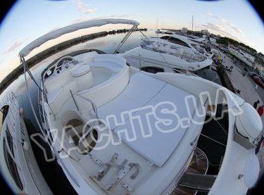 Флайбридж моторной яхты Азимут 46 - Yachts.ua