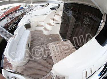 Нижняя летняя кормовая площадка яхты Азимут 46 - Yachts.ua