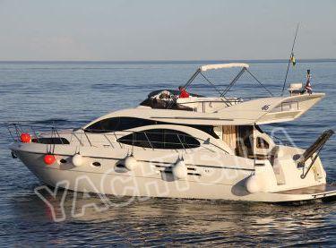 Левый борт яхты Азимут 46 - Yachts.ua