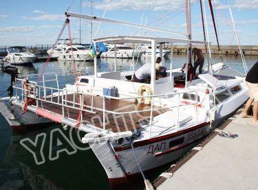 Команда готовит катамаран Синдбад к выходу в море - Yachts.ua