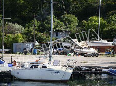 Парусная яхта София возле пристани в яхт-клубе - Yachts.ua