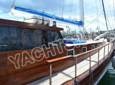Вид сбоку на яхту Роял Марис - Yachts.ua