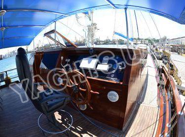 Пост управления яхтой Роял Марис - Yachts.ua