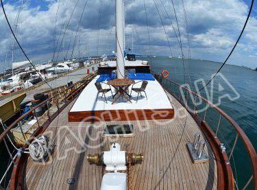 Носовая часть палубы парусной яхты Роял Марис - Yachts.ua