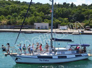 Фронтальный вид парусной яхты Гер Робин - Yachts.ua