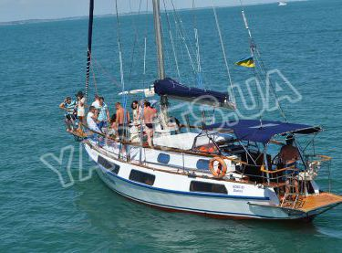 Парусная яхта Гер Робин выходит на морскую прогулку - Yachts.ua